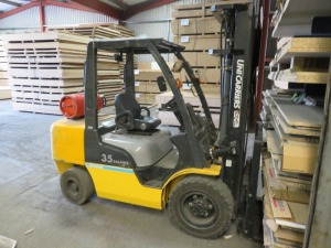 Mitsubishi Model UGIF2A35DU 35 Balance Ride On Gas Powered Fork Lift Truck No. UGIF2E001279 (2011) with Type 3F 515 Single Mast 2250kg Capacity at 500mm Centres, Lift Height 5150mm(Please Note that this Lot is for deferred collection by appointment with