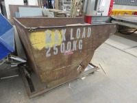 Unbranded Fork Lift Tipping Skipwith 2,500kg Max Load